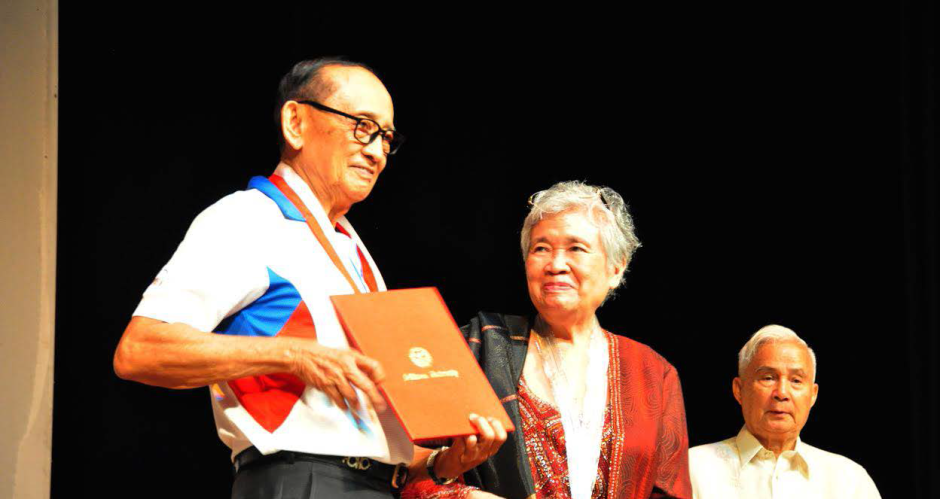 Former President Fidel V. Ramos is awarded a certificate of appreciation by Former National Treasurer, Leonor Briones and National Scientist Angel Alcala after serving as guest speaker of the Eminent Persons Lecture last Aug. 25 at the Luce Auditorium. Ramos also inaugurated the reading center named after him at the SU Main Library. PHOTO BY Jameela Mendoza