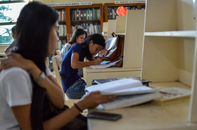 LAST HURRAH BEFORE HIBALAG. the Silliman Library is home to many students looking for tranquility while studying for midterm examinations before kicking off the Hibalag celebration. Photo by Jill C. Silva