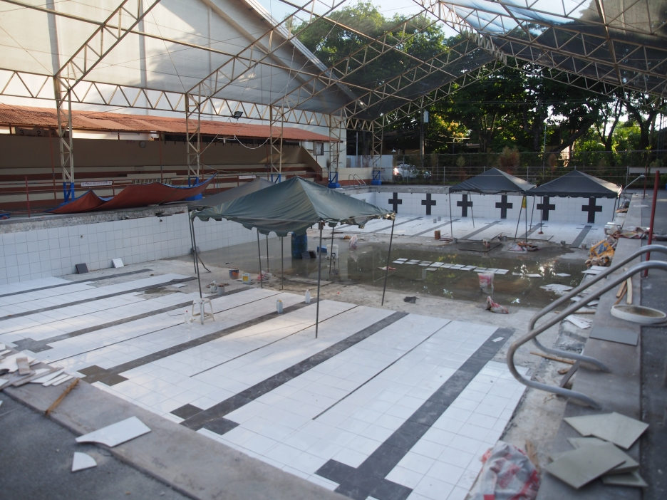 NEW LOOK, NEW FACE. The Shaw Memorial Pool (bottom) is on its way to a new look as waters is drained, tiles removed, and filters cleaned. Photo by Gloria Gem Lumayag