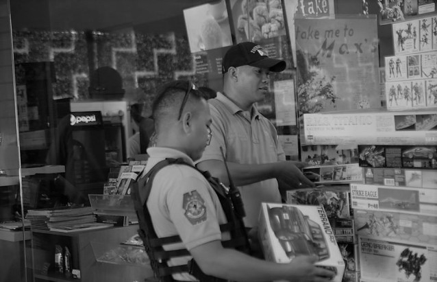 BREAK TIME. Two Dumaguete City tourist Police took a break from their work by checking out the collectibles sold by the Silliman University Geek Culture Society at Dumaguete Geek meet Up last July 15 and 16 at the Paseo Perdices lobby. PhotoS BY SU Camera Club