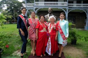 OUTSTANDING: Miss Silliman winners pose with 2017 Outstanding Sillimanain Awardees (OSA) before the statue of Horace B. Silliman at Silliman Hall right after the OSA awarding ceremony. From L-R: Miss Silliman Headline Girl Cieline Mona Jalosjos, 71st Miss Silliman Alyssa Palencia, OSA for Chemistry Dr. Myrna Sillero-Mahinay, OSA for Human Rights and Social Justice Ms. Cynthia Arnaldo-Bonta, and Miss Silliman Cover Girl Jasmine Helen DudleyScales.PHOTO from Silliman University Camera Club