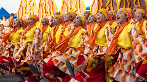 HAKOT AWARDS. Silliman performers were named over-all champion in the Sandurot Festival 2017. They also swept all eight major and minor awards. PHOTO CREDITS TO WWW.DUMAGUETE.COM