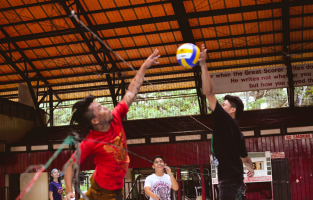 LET THE GAMES BEGIN. Students representing their colleges start practicing for the upcoming Intramural games 2017 this Nov. 26 to Dec. 1 PHOTO by Jill Silva